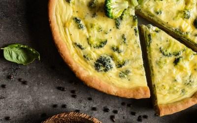 Diese Brokkoli-Quiche füllt dein Vitamin-B12-Konto auf