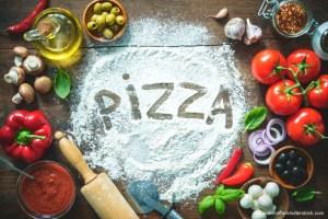Haferpizza ist schnell gemacht und liefert wertvolles Vitamin B12 im natürlichen Verbund mit Mikronährstoffen und sekundären Pflanzenstoffen