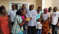 Chairman of Ominimini Foundation,Chief Ominimini Obiuwevbi presenting cash to one of the wives of late Kingsley Ejirefe