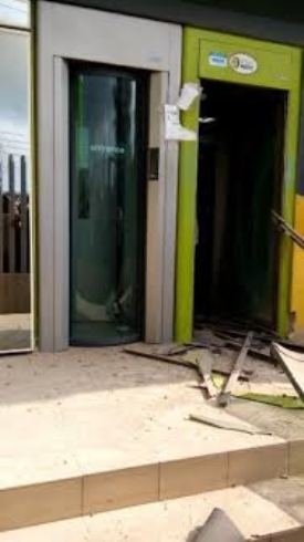 The entrance of Diamond Bank which was robbed in the early hours of the morning around 8am