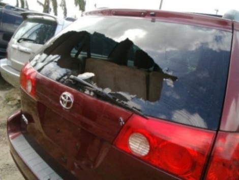 The robbers' bullets hit a car, shattering the windscreen, in the Payless Car Shop beside Diamond Bank