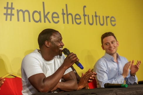 Akon at Shell #makethefuture press conference with entrepreneur and Shell LiveWIRE winner Laurence Kemball-Cook of Pavegen