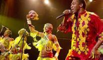 Femi Kuti (R) and his female dancers