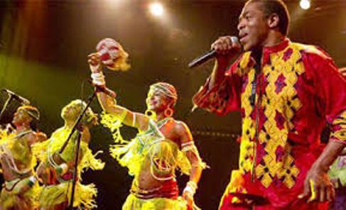 Femi Kuti (R) and his female dancers