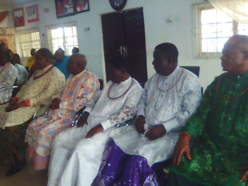 cross-section-of-those-who-came-to-welome-i-one-of-the-kings-palace