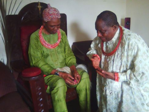 olorogun-moses-taiga-receieving-blessing-from-king-of-mosogar-hrm-udurhie