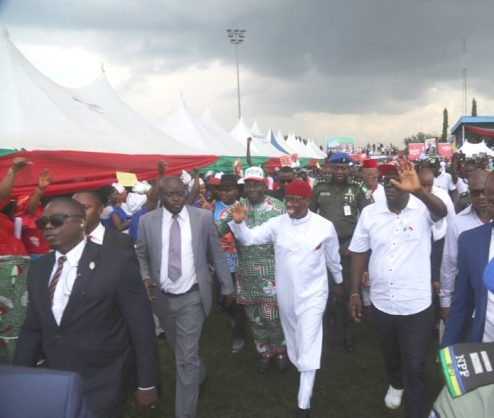 Okowa Receives 5,000 APC Defectors In Ughelli, Predicts Smooth Victory For PDP