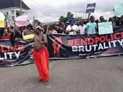 'Babalawo' Joins  #EndSars Protest In Warri