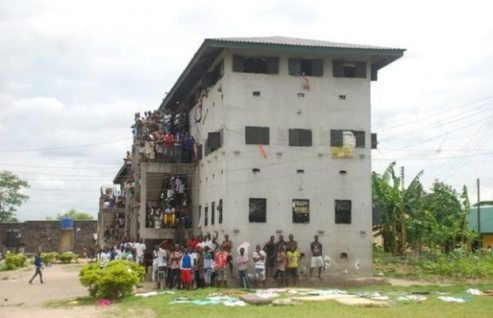 EndSARS: Soldiers Open Fire On Jail Breakers As Warri Prison Erupt In Flames