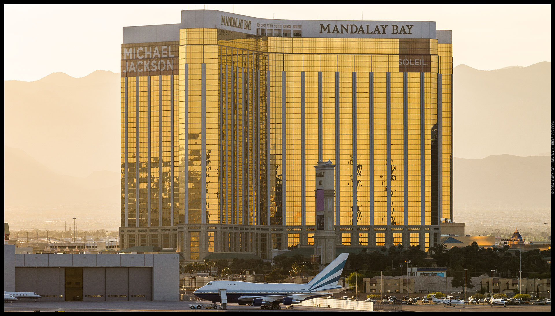 Mandalay Bay, casino, hotel, airplane, 2014, LAS, Las Vegas McCarran International airport, strip, LV, Clark County, USA, Nevada, panorama, horizon, city