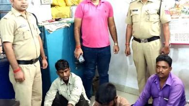 Photo of मोरवा पुलिस ने 4 जुआरी सहित 23 साल से फरार स्थाई वारंटी किया गिरफ्तार