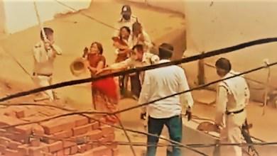 Photo of मध्यप्रदेश : पुलिस ने कोरोना मरीज के पूरे परिवार को बेरहमी से पीटा,देखिए वायरल वीडियो