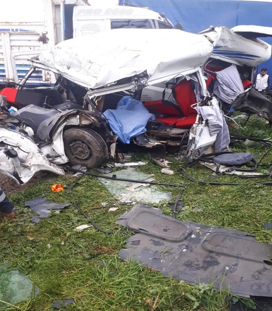 İzmirdeki Korkunç Kazada Ölü Sayısı 2Ye Yükseldi