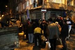Pazarcılar Gece Tezgah Açtı, Vatandaş Mesafe Dinlemedi