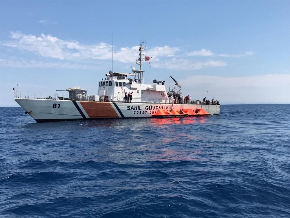 İzmirde 72 Sığınmacı Kurtarıldı