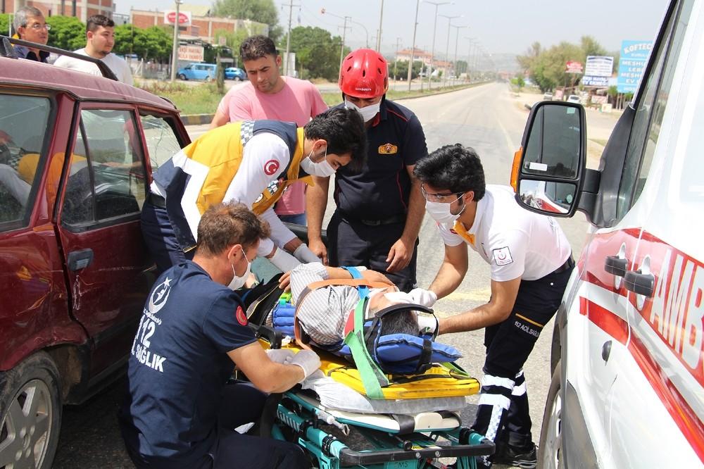 Manisada Trafik Kazası: 4 Yaralı