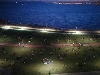 İzmirliler Kordona Akın Etti, Kalabalık Korkuttu