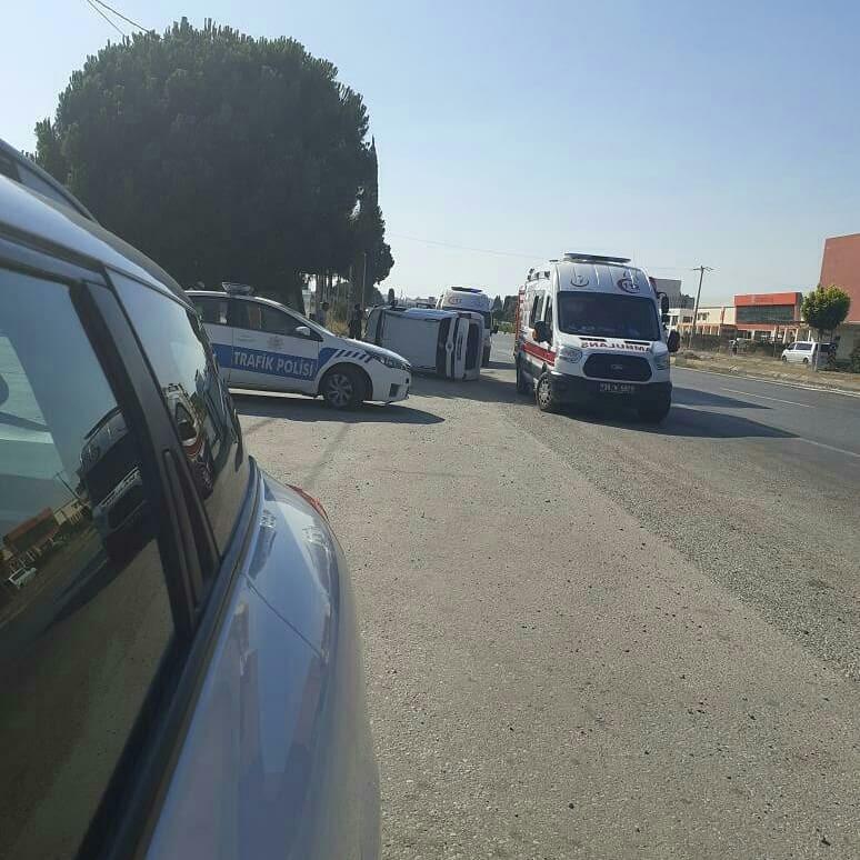İzmirde Otomobil Otobüs Durağına Daldı: 1 Ölü