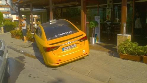Aydında Ticari Taksi Kafeye Girdi