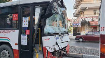 Urlada İki Eshot Otobüsü Çarpıştı