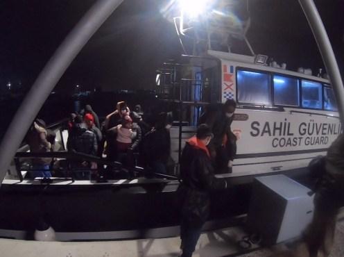 İzmirde 34 Göçmen Kurtarıldı