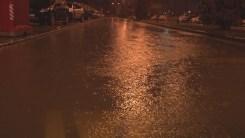 İzmiri Sağanak Ve Fırtına Vurdu: Caddeler Göle Döndü, Ağaçlar Devrildi