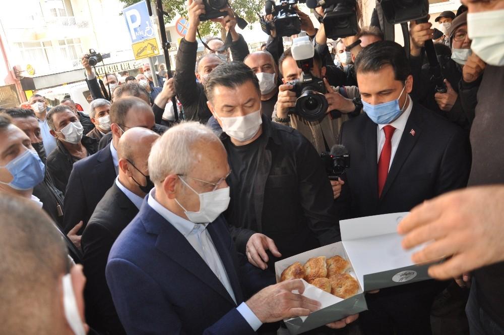 Kılıçdaroğlu, İzmir'deki Selde Zarar Gören Esnafı Ziyaret Etti