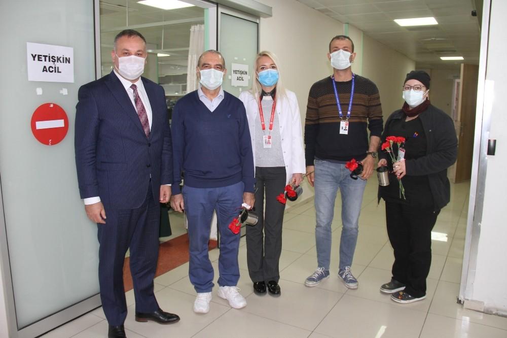 Buca Belediyesi'nden Sağlıkçılara Kırmızı Karanfil