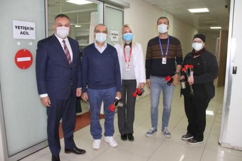 Buca Belediyesinden Sağlıkçılara Kırmızı Karanfil