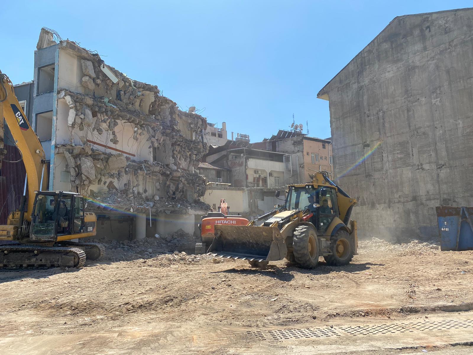 Konak Belediye Binası Yıkım İşlemi Neredeyse Tamamlandı