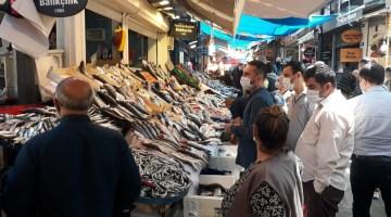 Kemeraltı Çarşısı'nda 'tam kapanma' öncesi alışveriş yoğunluğu
