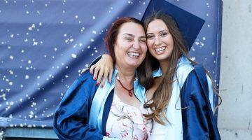 Anne kız birlikte mezun oldu
