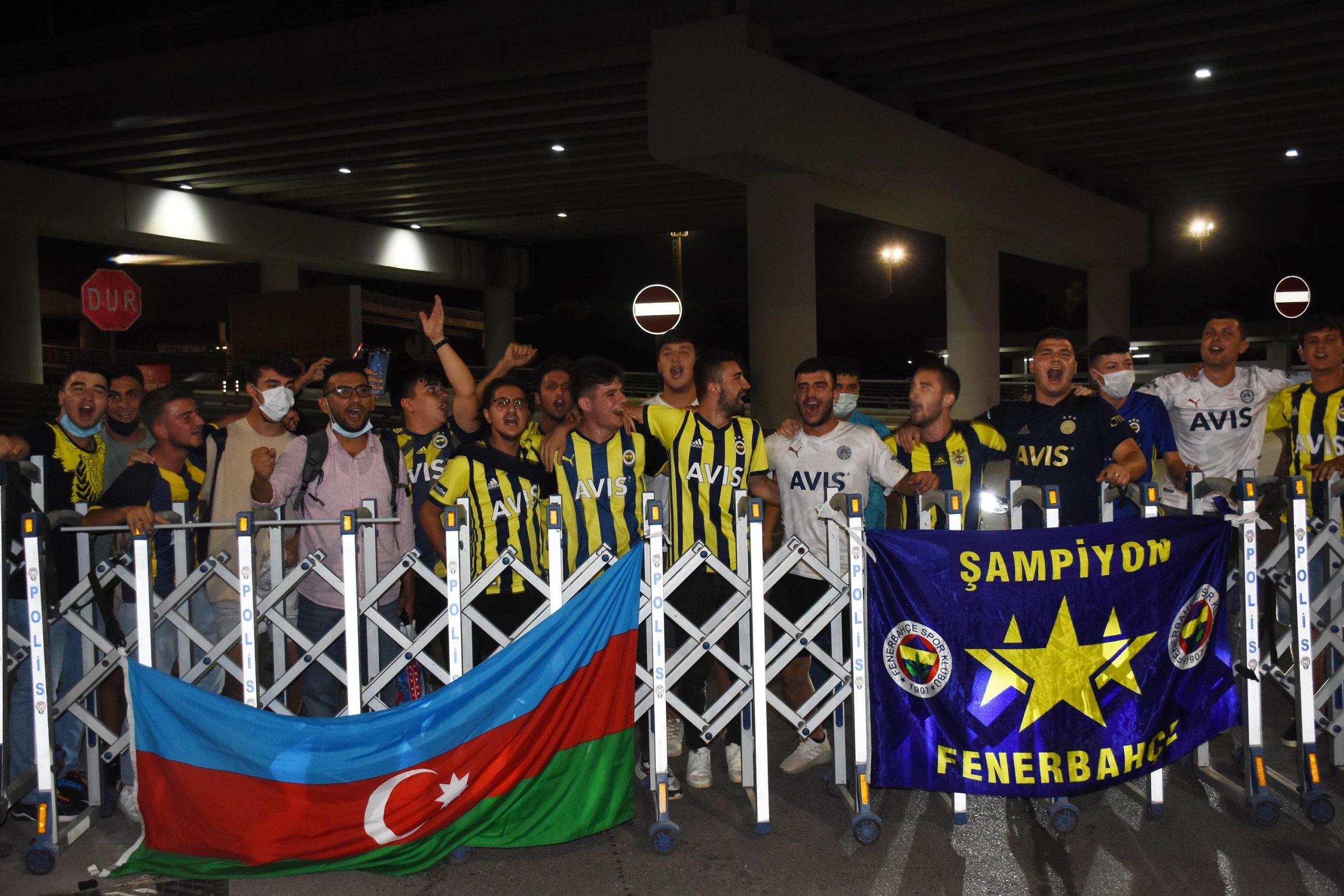İzmirli spor severleri Altay Fenerbahce maçı heyecanı sardı
