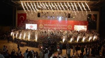 İzmir Kavram Meslek Yüksekokulunda mezuniyet sevinci