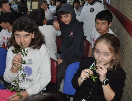 Çeşmeli Öğrenciler Sakız Ağacı Dikti