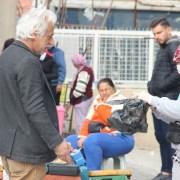 İzmirde Yaşlılar Yasağa Rağmen Pazarlara Çıktı