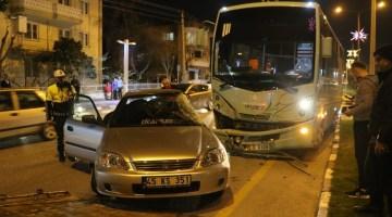 Manisada Halk Otobüsüyle Otomobil Çarpıştı