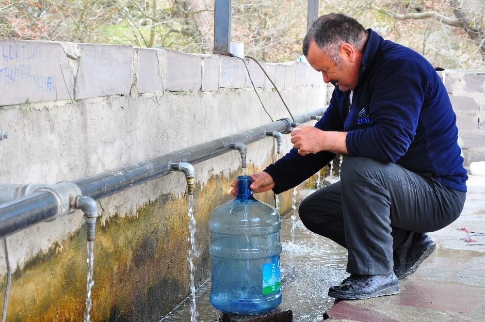 Şifalı Suyun Yolu Korona Virüs Nedeniyle Kapatıldı Ama Aldırış Etmediler