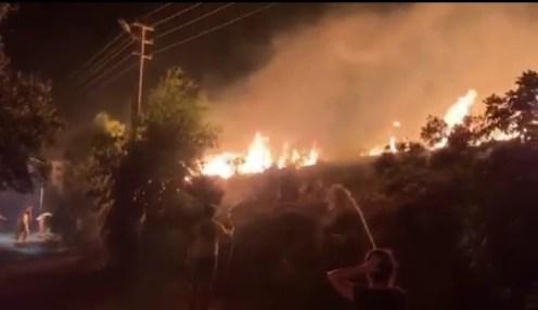 İzmirde Yerleşim Yerlerine Yakın Noktada Meydana Gelen Yangın Kontrol Altına Alındı