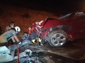 Otomobil Bariyere Ok Gibi Saplandı: 1 Ölü