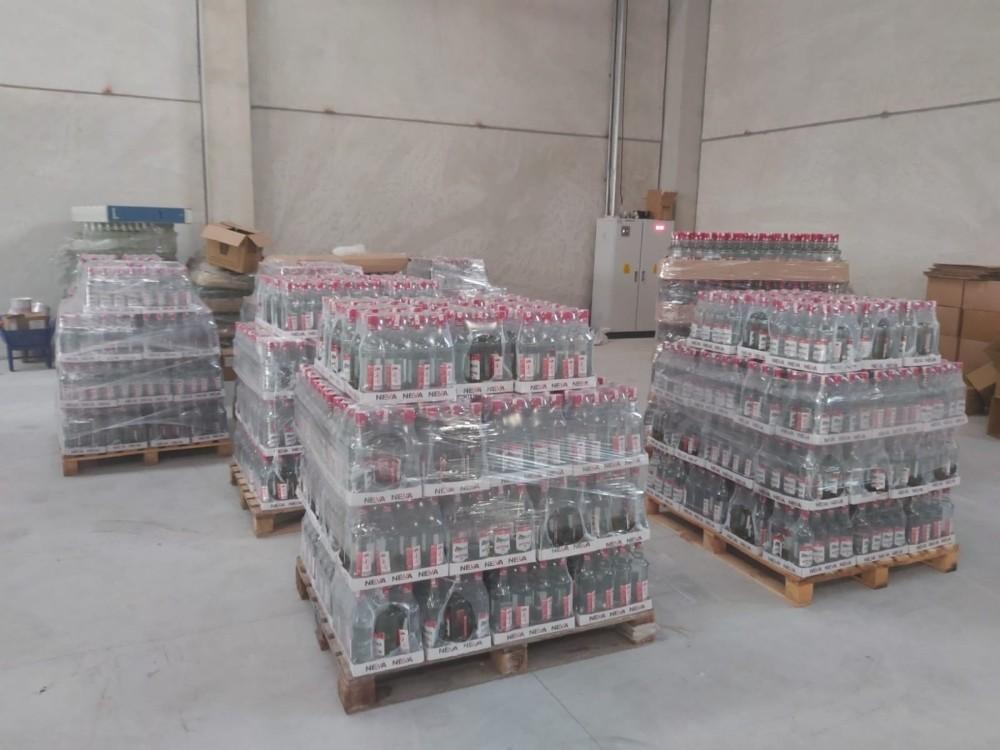İzmirde İki Ayrı Depoya Sahte İçki Operasyonu
