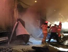 İzmirde Biber Yüklü Tırın Dorsesi, Alev Alev Yandı