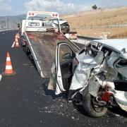 İzmirde Feci Kaza: 3 Yaralı