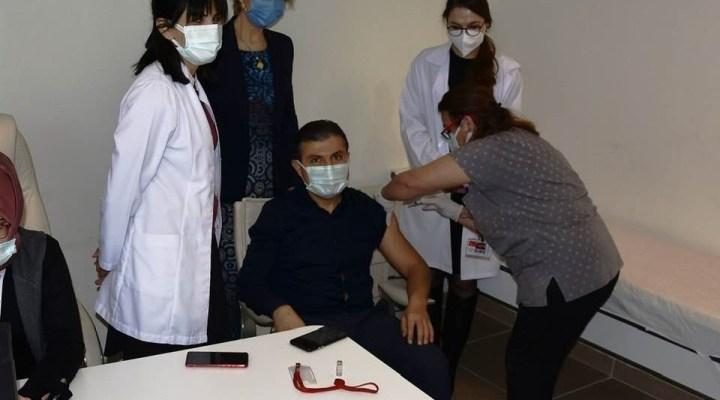 Urla Devlet Hastanesinde Sağlık Çalışanlarına Aşılama Başladı
