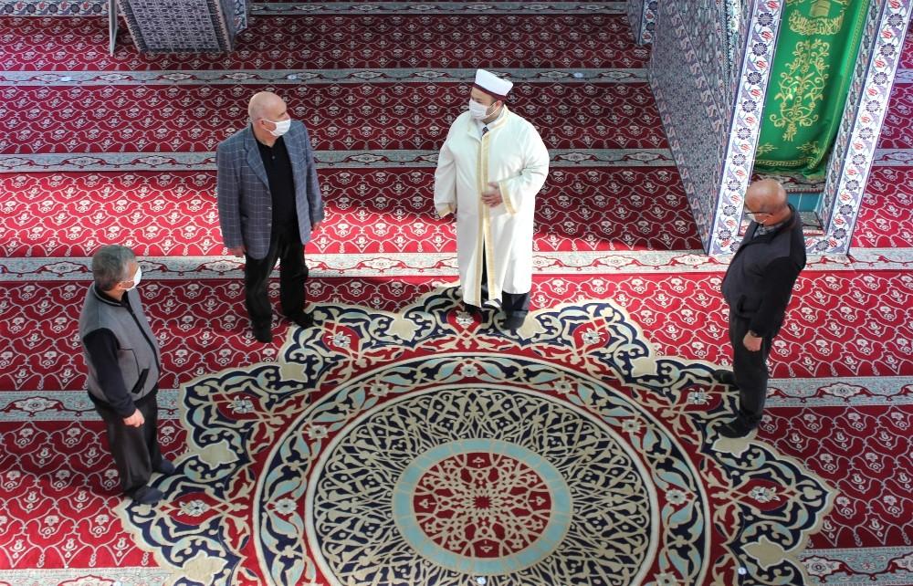 İzmir'deki Camide Hes Kodlu İbadet