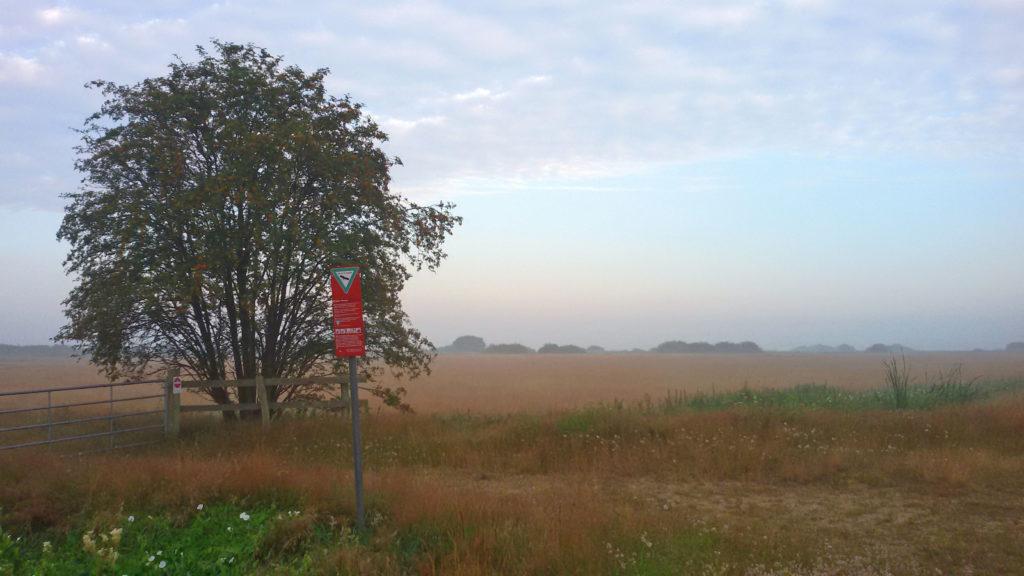 Das malerische Teufelsmoor nordöstlich von Bremen: Faszinierend ist die Weite der Landschaft, das besondere Licht und die dahinziehenden Wolken.
