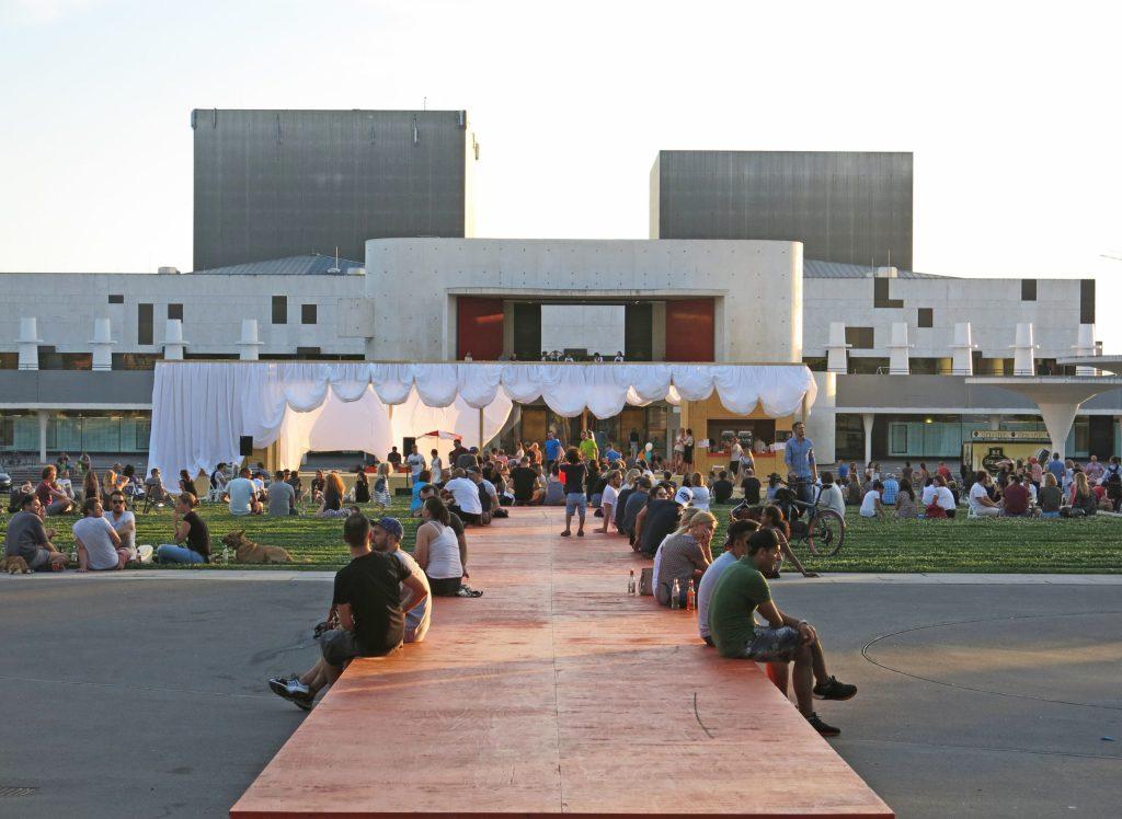 Auf dem Georg-Büchner-Platz in Darmstadt finden im Sommer regelmäßig Open-Air-Veranstaltungen statt.