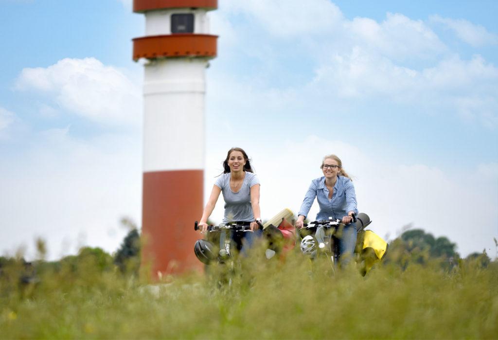 Durch die Urlaubsregion Altes Land am Elbstrom führen 1.000 km Radwege, zwölf Thementouren und sieben überregionale Radwege.