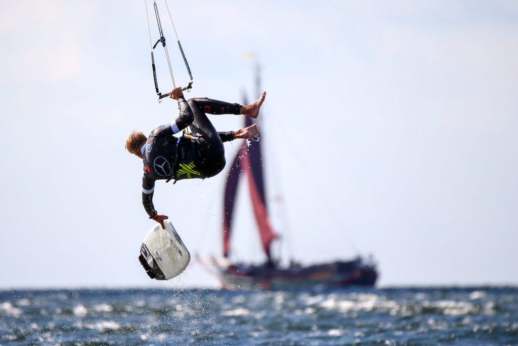 Spektakuläre Szenen gibt es beim Kitesurf-World-Cup auf der Ostsee zu bestaunen - Ostseeinsel Fehmarn