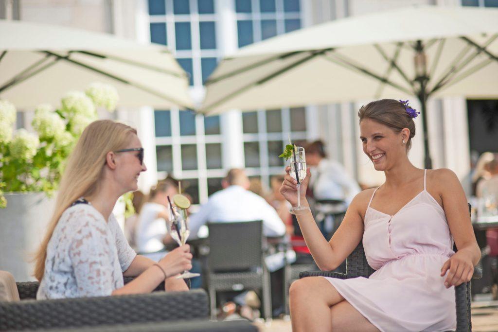Endlich mal Zeit mit der besten Freundin verbringen: Ein verlängertes Wochenende etwa in Bad Oeynhausen ist dafür eine gute Gelegenheit.